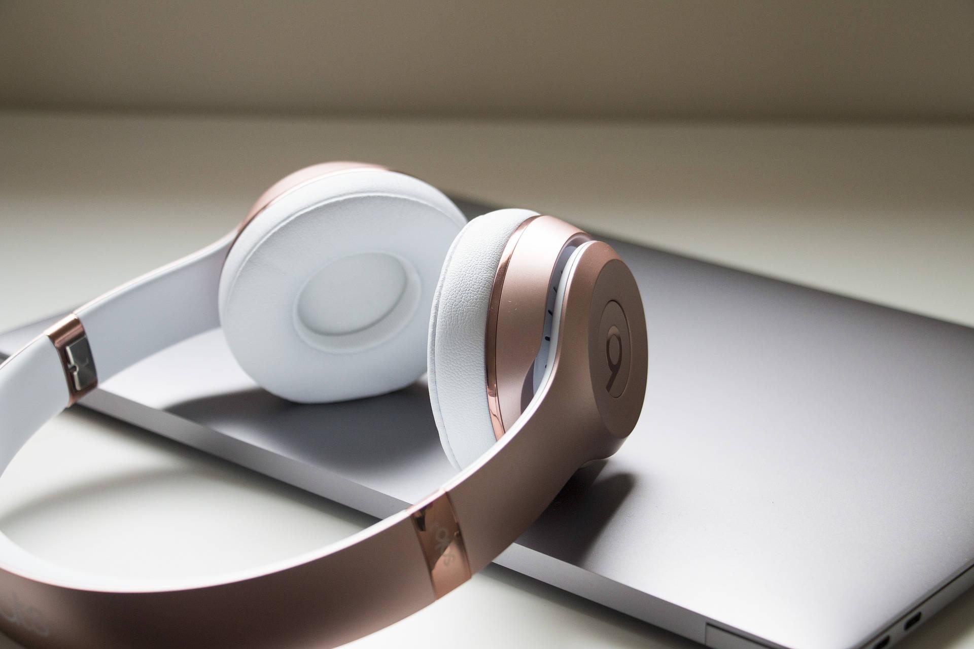 Sådan slutter du trådløse hovedtelefonertil Mac