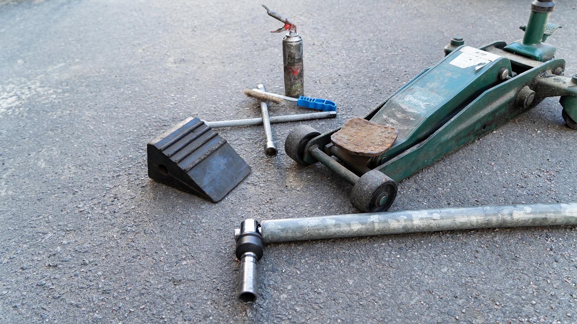 Det nødvendige værktøj, når du skal skifte dæk