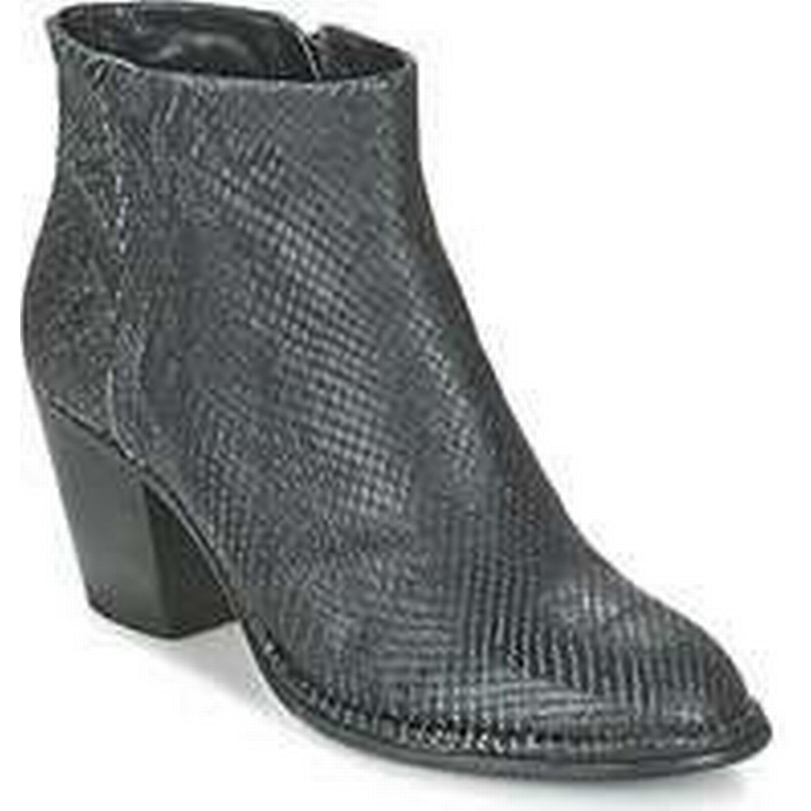Spartoo.co.uk Fred GUANTO de la Bretoniere PYTHON GUANTO Fred women's Low Ankle Boots in Black f7dd3f