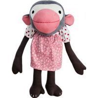 Frida abedukke med lyserød kjole
