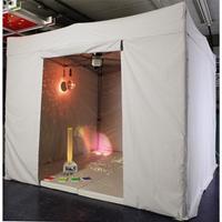 Mobilt sanserum med bund og interaktivt udstyr
