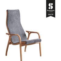 Swedese Lamino fåtölj, jubileum 120 år - fårskinn scandinavian grey, oljad ek/teak, armstöd teak