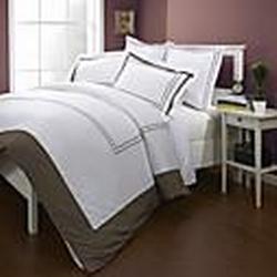 einfachamp;opulence 3-teilige 300TC Stickereilinien mit braunen Rahmen Baumwollbettbezug-Set