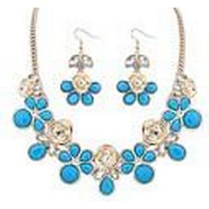 Senlan Frauen ist eine Reihe von Mode süße blaue Blumen Halskette und Ohrring
