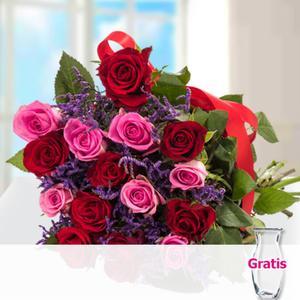 15 Rosen im Bund mit Limonium mit Vase