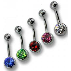 Set aus Bauchnabel Piercings in den Grundfarben