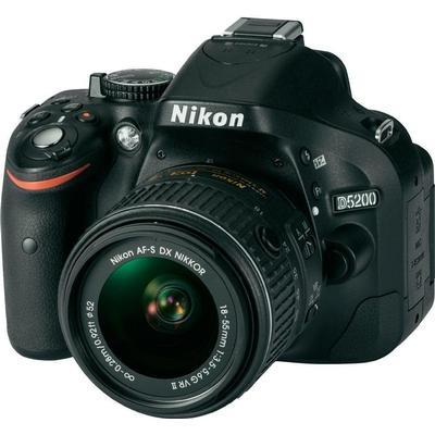 Nikon D5200 + 18-55mm VR II