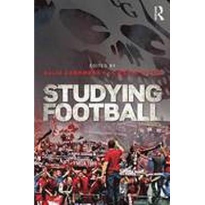 Studying Football (Häftad, 2016)